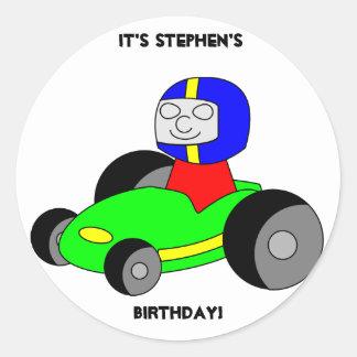 Pegatina del cumpleaños del coche de carreras