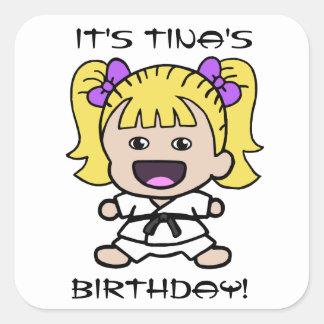 Pegatina del cumpleaños del karate del chica