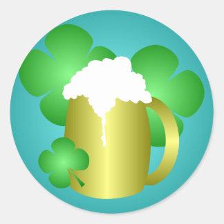 Pegatina del día de St Patrick de la cerveza y del