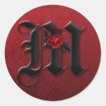 Pegatina del monograma M del rosa negro y rojo