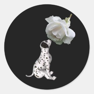 Pegatina del perrito dálmata y del rosa blanco
