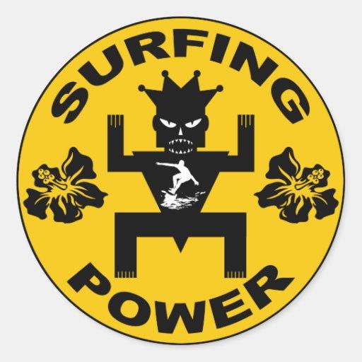 Pegatina del poder que practica surf