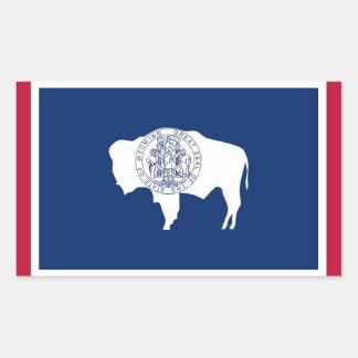 Pegatina del rectángulo con la bandera de Wyoming