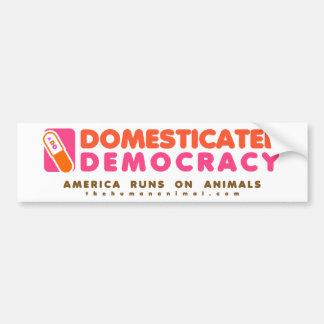 Pegatina domesticado de la democracia etiqueta de parachoque