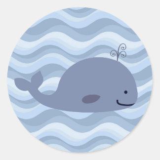 Pegatina feliz de la ballena azul