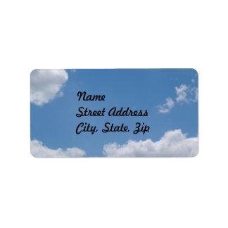 Pegatina nublado de la dirección del fondo del etiquetas de dirección