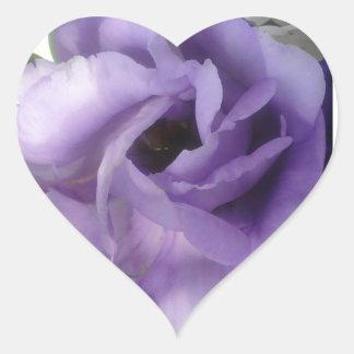 Pegatina púrpura del corazón de la flor