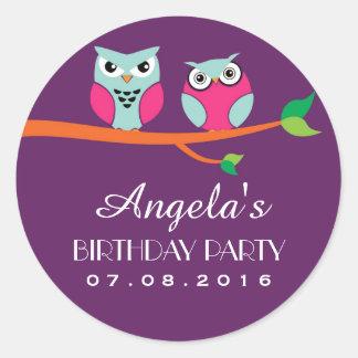 Pegatina púrpura del cumpleaños del dibujo animado