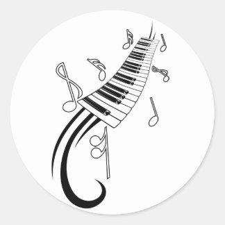 Pegatina redondo clásico del piano musical