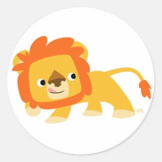 Pegatina redondo del león dañoso del dibujo
