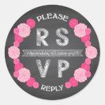 Pegatina rosado de RSVP de los rosas de la pizarra