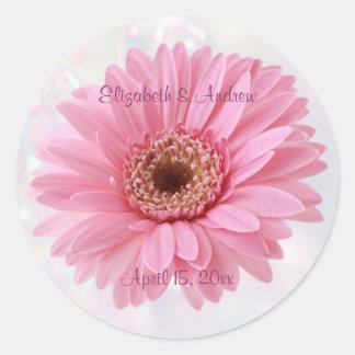Pegatina rosado del boda de la margarita del