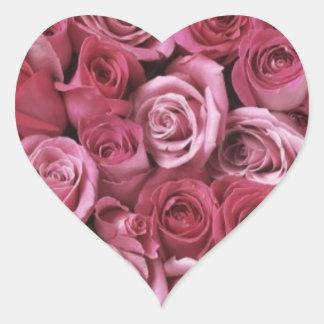 Pegatina rosado del boda del corazón de los rosas