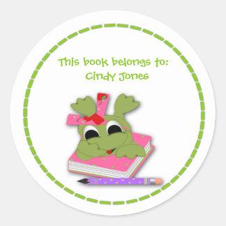 Pegatina rosado del Bookplate de la rana
