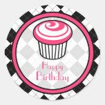 Pegatina rosado del cumpleaños de la magdalena -