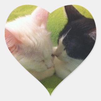Pegatina soñoliento de los gatitos
