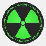 Pegatina verde y negro del símbolo de la radiación