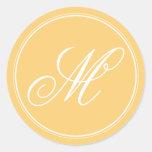 Pegatinas amarillos del monograma de la mostaza pegatinas redondas