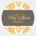 Pegatinas anaranjados del boda del monograma del d etiquetas redondas