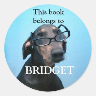 Pegatinas azules del libro del Doberman Etiquetas Redondas