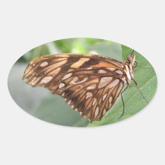 Pegatinas bonitos de la mariposa de Brown Pegatina Ovalada