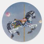 Pegatinas - caballo gris del carrusel de la yegua etiqueta redonda