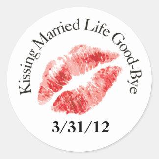 Pegatinas casados beso de la vida adiós pegatina redonda