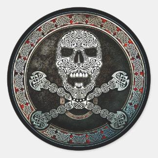 Pegatinas célticos del cráneo y de la bandera pegatina redonda