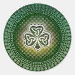 Pegatinas célticos irlandeses de los tréboles pegatinas redondas