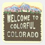 Pegatinas coloridos de las montañas del signo pegatina cuadrada