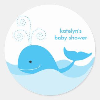 Pegatinas de la ballena azul etiquetas redondas