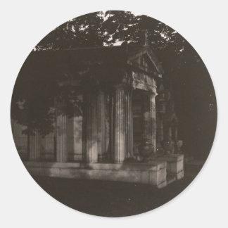 Pegatinas de la distancia de la tumba del fantasma pegatina redonda