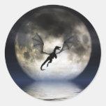 Pegatinas de la luna del dragón etiquetas redondas
