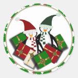 Pegatinas de los pingüinos del navidad pegatina redonda
