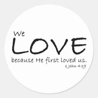 Pegatinas del amor (1 4:19 de Juan) Pegatina Redonda