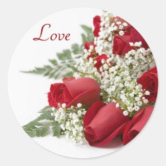 Pegatinas del amor de los rosas rojos pegatina redonda