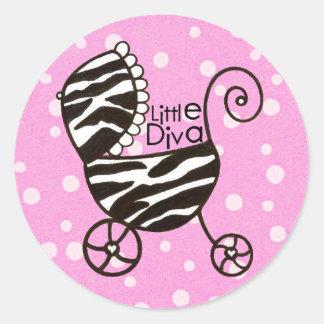 "Pegatinas del bebé de la ""pequeña diva"" pegatina redonda"