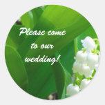 Pegatinas del boda del lirio de los valles etiqueta redonda