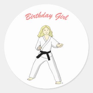 Pegatinas del chica del cumpleaños de la correa etiquetas redondas