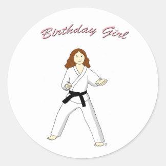 Pegatinas del chica del cumpleaños de los artes etiquetas redondas