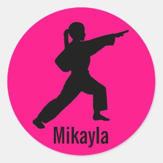 Pegatinas del chica del karate de las rosas etiqueta redonda