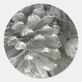 Pegatinas del cono del pino de plata pegatina redonda