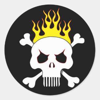 Pegatinas del cráneo y de las llamas pegatina redonda