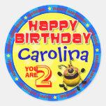 Pegatinas del cumpleaños de BeeWee con el nombre Etiquetas Redondas