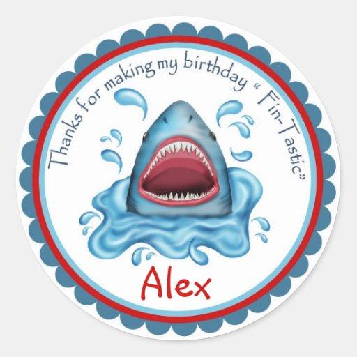 Pegatinas del cumpleaños del tiburón etiquetas redondas