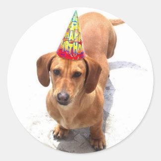 Pegatinas del Dachshund del feliz cumpleaños Etiqueta Redonda