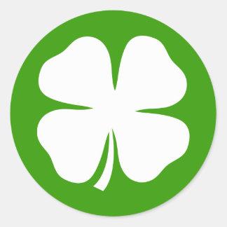 Pegatinas del día del St Patricks con los tréboles Etiquetas Redondas