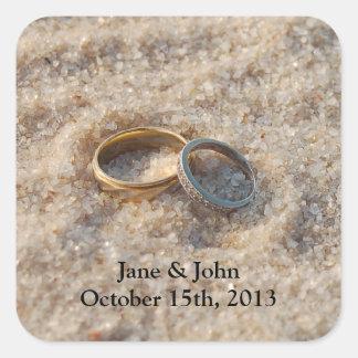 Pegatinas del favor del boda de playa - anillos en pegatina cuadrada