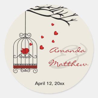 Pegatinas del favor del boda del pájaro del amor pegatina redonda