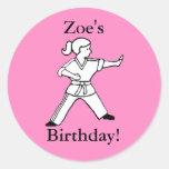 Pegatinas del karate del cumpleaños de Zoe Pegatina Redonda